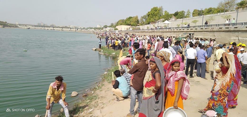 સાબરમતી નદીને સ્વચ્છ કરવાના અભિયાનમાં મોટી સંખ્યામાં લોકો જોડાયા