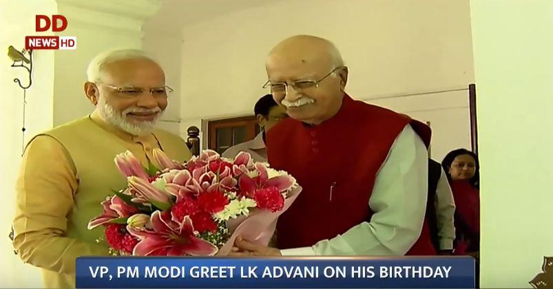 ભાજપના વરિષ્ઠ નેતા લાલકૃષ્ણ અડવાણીને જન્મદિવસની શુભેચ્છાઓ આપવા પીએમ મોદી તેમના ઘરે પહોંચ્યા