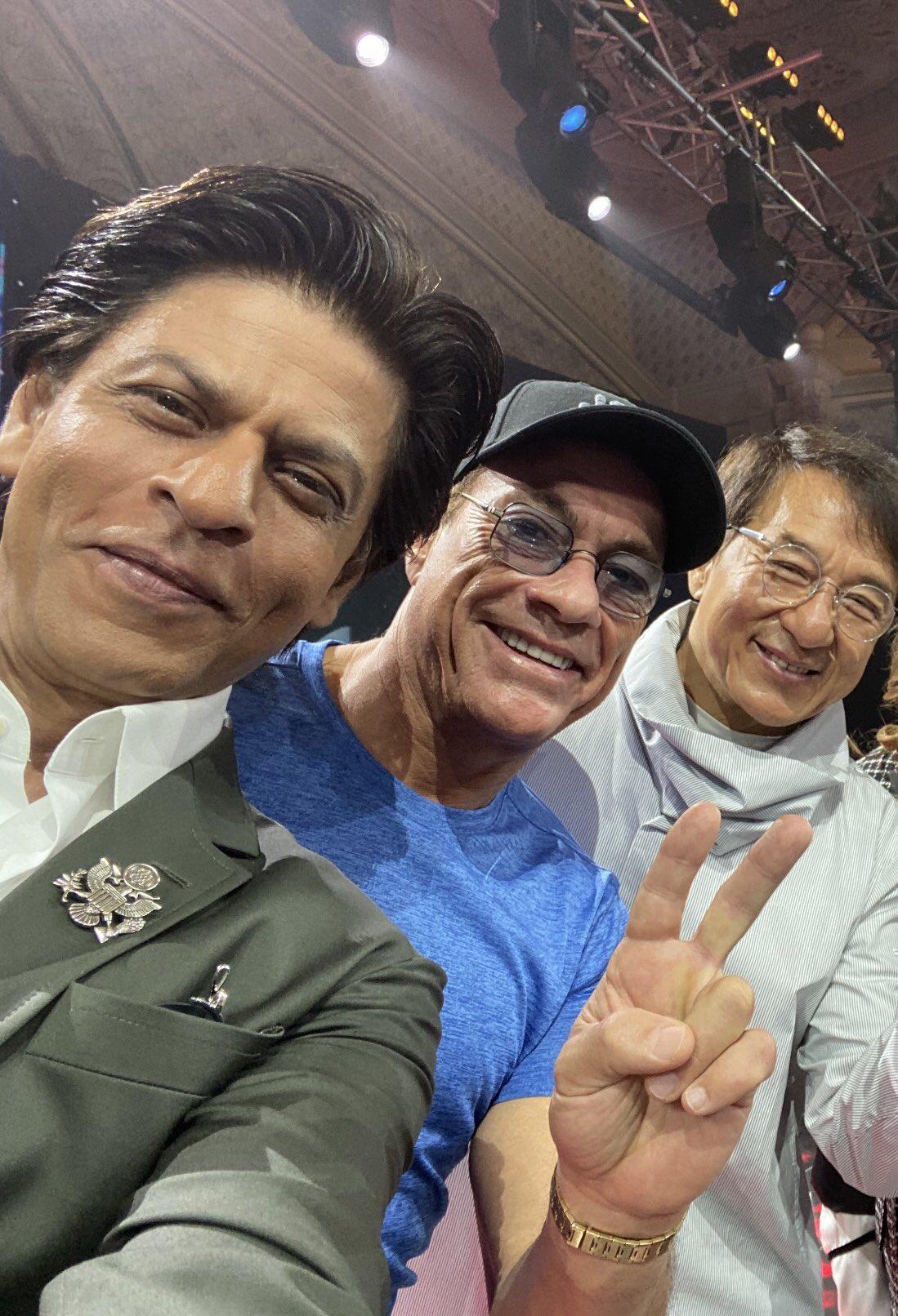 અભિનેતા શાહરુખ ખાને જેકી ચેન તથા જીન ક્લાઉડ સાથેની સેલ્ફી શૅર કરી