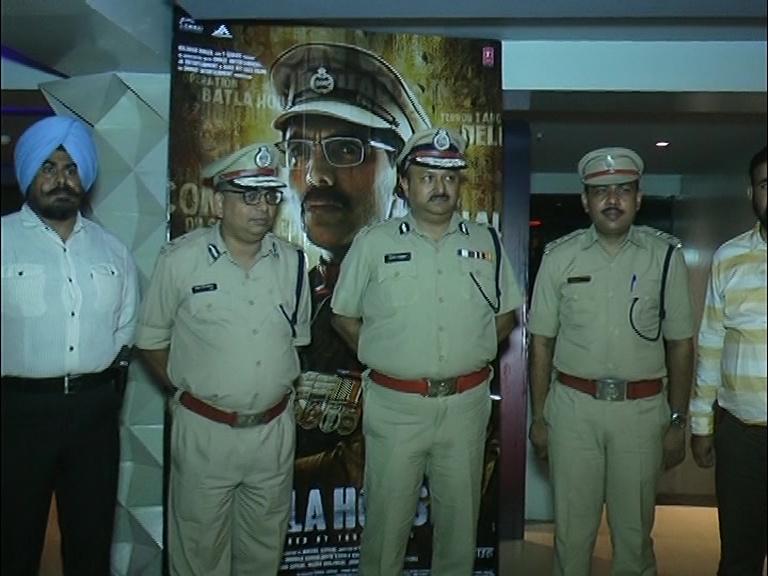 રાજકોટ: પોલીસ સ્ટાફને બાટલા હાઉસ ફિલ્મ બતાવવામાં આવી