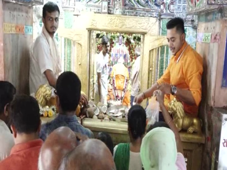આણંદના લાંભવેલ ગામે હનુમાનજી મંદિર ખાતે વહેલી સવારથી જ હનુમાન જયંતીની ઉજવણી શરૂ